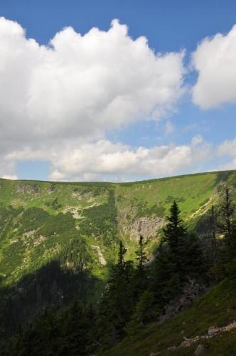 Pohled do vrchních částí Obřího dolu.