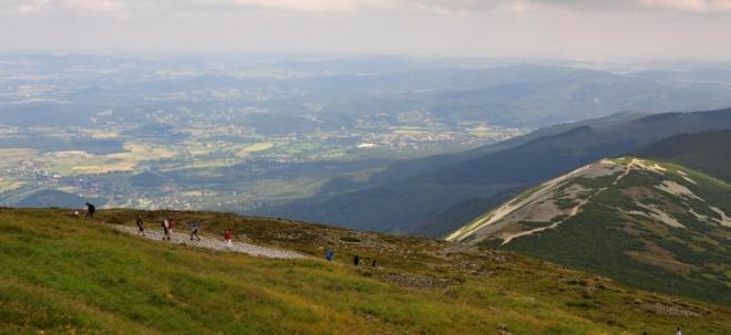 Pohled na Obří hřeben a hraniční Svorovou horu.