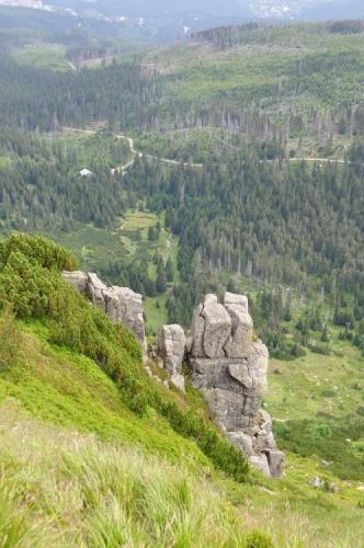 Jdeme nad hranou jezerní stěny k Wielkemu Stavu.