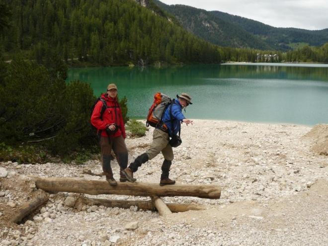 Já a strýc Jirka na břehu jezera Pragser Wildsee