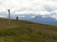 Mrak zajímavě sedící na hoře