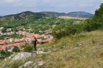 Výška Svatého kopečku, 363m, se sice nezdá nijak velká, ale pohledy k Pálavě a Stolové hoře jsou skvělé.