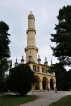 Minaret v plné kráse. Modlit se do něj nikdo nechodí, ale i tak jde o nejpozoruhodnější romantickou stavbu lednického parku.