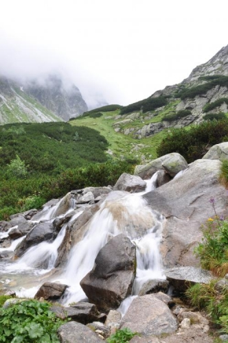 Hincův potok za velké vody může být i nepříjemný, dnes se dá překonat lehce.