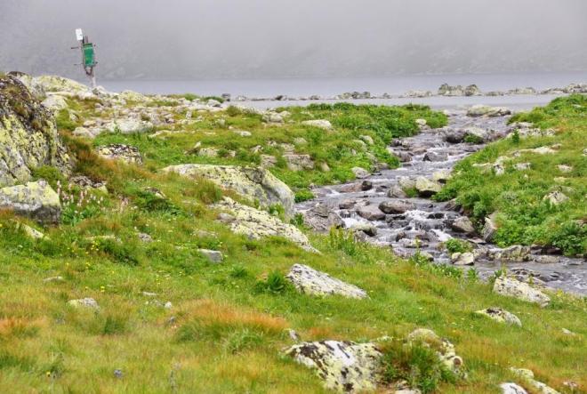 Velké Hincovo pleso leží ve výši 1 945m a je 700m dlouhé.