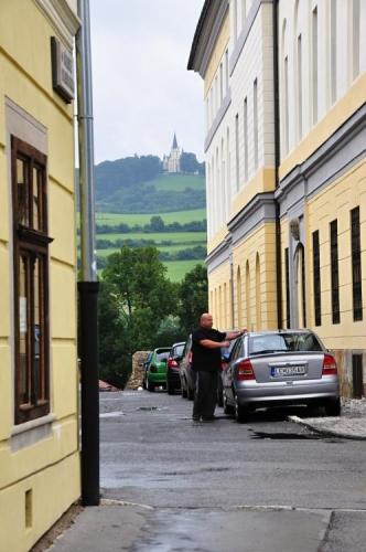 Uličkou můžeme poprvé vidět Baziliku Panny Marie, kam z Levoče po obědě zamíříme.