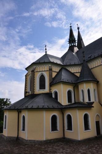 Celý kostel jde jen s obtížemi vyfotografovat celý a tak to zlouším po částech.