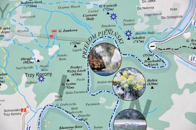 Naše kroky ale nejprve míří do výšin národního parku Pieniny. Ten je vyhlášen na Slovenské i na Polské straně hranice. Na rozdíl od minulosti již můžeme bez problémů přejít most na polskou stranu a stoupat ke Třem Korunám, atraktivnímu cíli cesty.