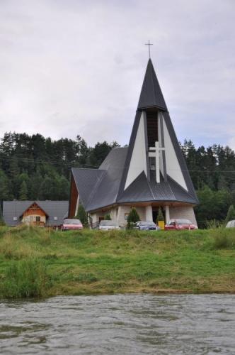 Polský kostel má zajímavou architekturu.