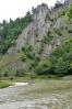 Za chvíli mi pltě zmizí za zatáčkou, ale zato se objevuje krásná scenérie soutoku Dunajce s Lesnickým potokem.