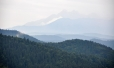A na opačné straně vyčuhují východní vrcholy Vysokých a Belianských Tater.