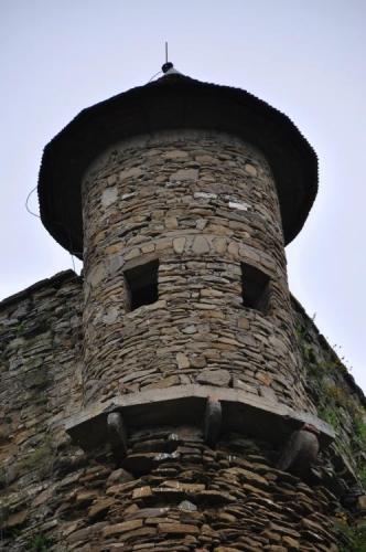 Fotíme proto hrad jen zvenčí.
