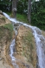 Travertinové jezírko jsem chtěl navštívit, hned jak jsem ho spatřil na prospektu. Tady je vodopádek stékající krásným lesoparkem.