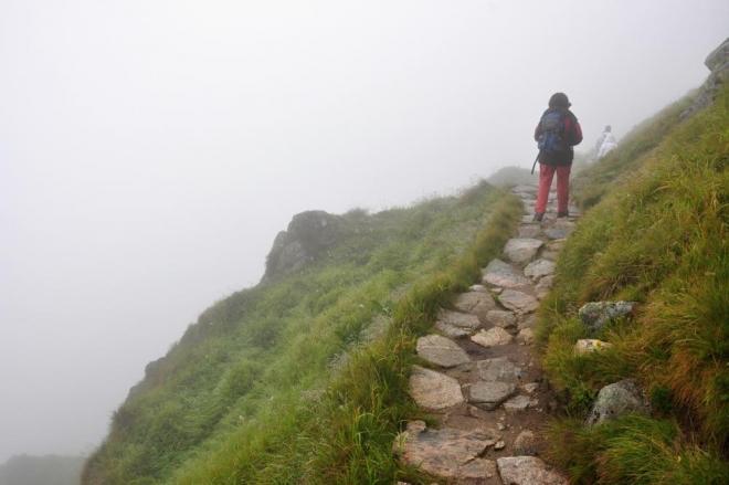 Dole, v hlubinách kam nedohlédneme, slyšíme hučet v Tiché dolině Belou(Tichý potok).