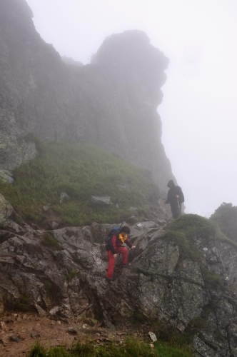 Jen tento kousíček stál, co by lezecký terén, za řeč. Míříme totiž na západ k Červeným vrchům a to jsou již travnaté a nadherné Roháče.