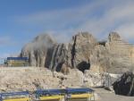 Konečně vidíme Hoher Dachstein, hlavní cíl našeho putování. Stále se však malinko schovává za závoj z mraků.