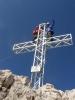 Radim s Martinou tradičně lezou na kříž a jsou hlavou ve 3000 metrech (Dachstein má 2996 m). Radim se alespoň jistí ...