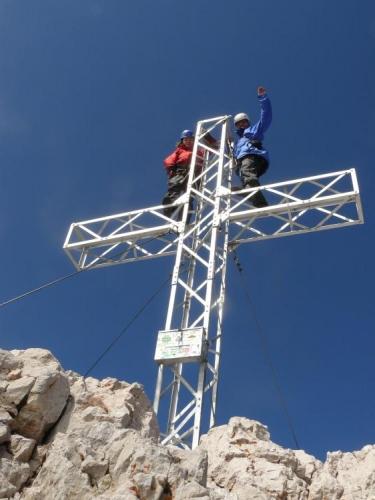 Radim s Martinou tradičně lezou na kříž a jsou hlavou ve 3000 metrech. Radim se alespoň jistí ...