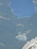 12 krát přiblížené jezero Gosausee, kam budeme sestupovat. Leží zhruba v 1000 metrech nad mořem.