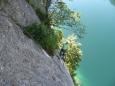Na kolmé stěně nad žebříkem je dost velkých kramlí (na Dachsteinu byly menší), takže se jde dobře. Je vidět, že ferrata byla postavena pro turisty.