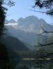Ohlédnutí za naší cestou a mohutným masivem Dachsteinu.