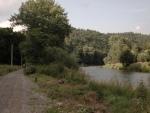 Vcelku slušná cesta okolo řeky, hlavně tu nic nejezdilo. (Radim)
