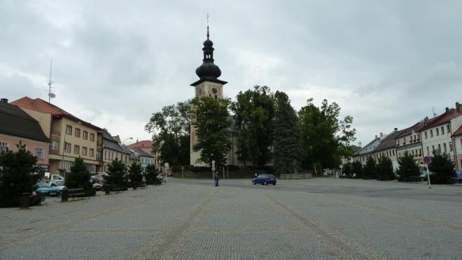 Náměstí v Novém Městě na Moravě, kousek za hranicí Čech a Moravy (Tom)