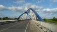 Architektonicky pěkný most přes Moravu mezi Tovačovem a Troubkami. (Tom)