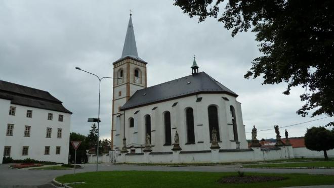 Pěkný bílý kostel, asi v Novém Jičíně (Tom)