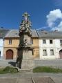 Socha na náměstí v Manětíně (Tom)
