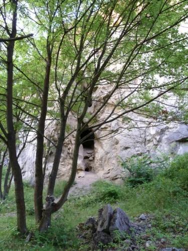Jeskyňka v lomu, ale jen malá a krátká (Tom)
