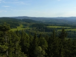 Výhled na hrad Kašperk z vrcholu