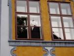 Zkouším i oblíbenou zábavu s odrazy v oknech budov.
