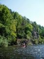 Je opravdu vedro a tak postupně dobrovolně skáčeme do chladivé řeky všichni.