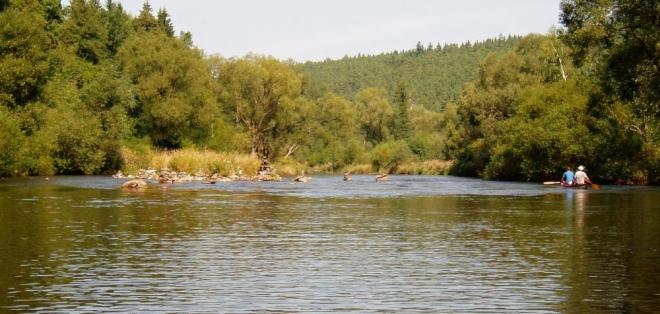 Idilce, uprostřed dnes již prázdné řeky, nechybí nic.