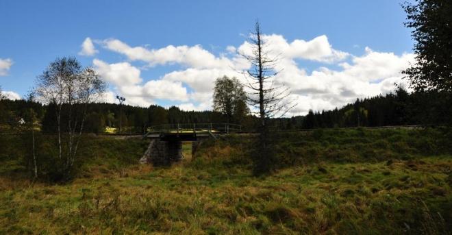 Od Stožce vede vzhůru ke Schwarzenbergskému kanálu několik cest, které zkrátí vaše putování. Využít můžete také železniční trať do Nového Údolí.