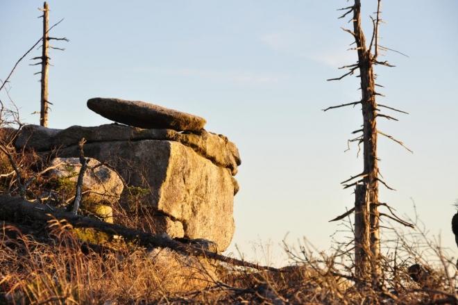 Od Rakouské louky již vidím poprvé vrchol Plechýho, doposud ukrytého za vrcholy před ním.
