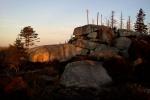 Foto vrcholu v ranním slunci vychází dobře i na pozadí mého mobilu, kde už ho navždy nechám.