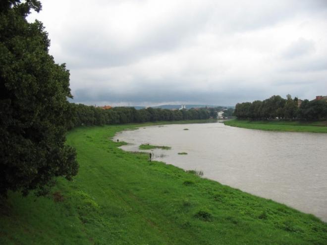 Řeka Už dala jméno celému městu. Kvůli dešťům je dost špinavá. Podél ní se vine údajně nejdelší lipová alej v Evropě.