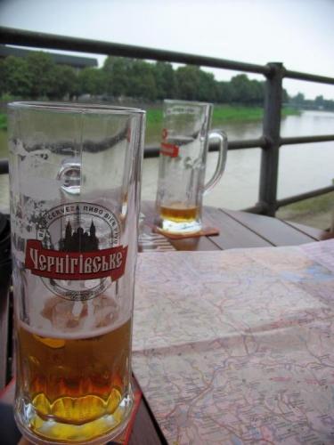 Chuť tohoto piva je trochu slabší, takže s přihlédnutím k jeho rozšířenosti odhaduju, že je to takový ukrajinský Gambrinus. Po pár dnech beru zpět.