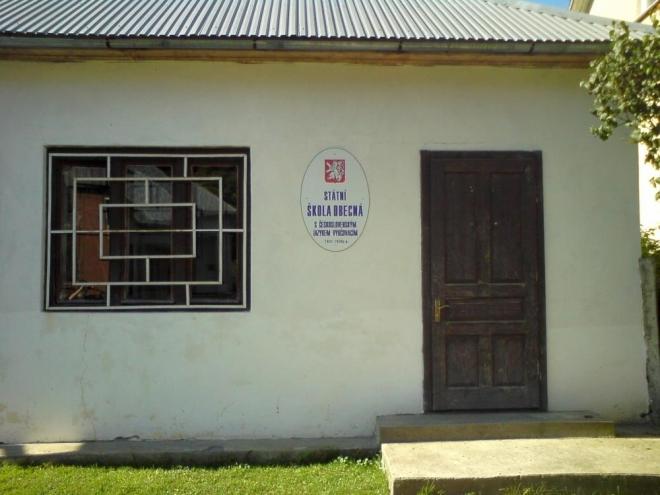 Československá škola, uvnitř dobové zařízení