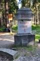 Jeden z několika monumentů v okolí vrcholu Boubína.