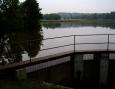 Prostřední rybník v mdlém počasí.