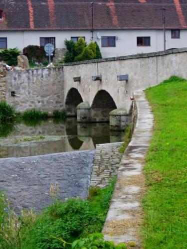Zátiší s mostem.