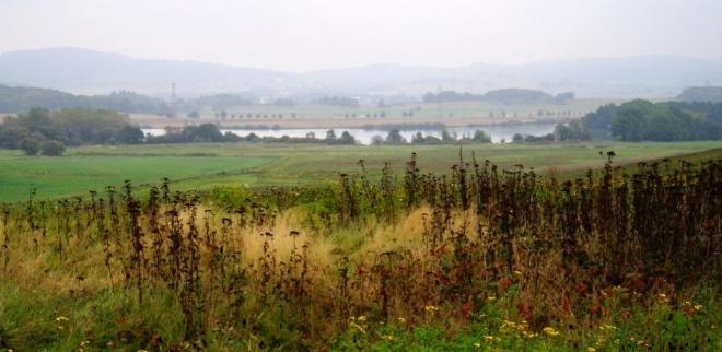 Pohled na Selibovský rybník a my už sjíždíme do Maletic.
