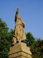 Za Zbudovem fotím pomník Jakuba Kubaty, u kterého postává několik cyklistů. Trasy po Blatech jsou opravdu oddychové...