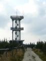 Rozhledna na Smrku je jen ocelová konstrukce, žádné dřevo narozdíl od Sedla či Boubína na jihu Čech.