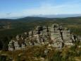 Druhá půlka skalní koruny Jizery.