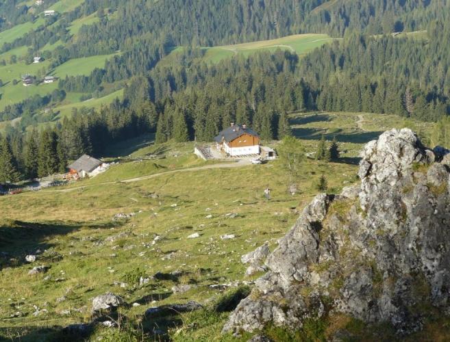 Stoupání po pastvinách od Erichhütte