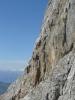 Klettersteig vede po skále, vypadá to na dost lezení a zábavy.